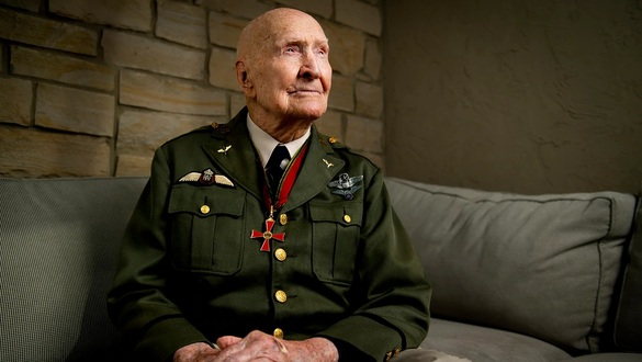 'Candy Bomber' during Berlin Airlift glides into milestone birthday