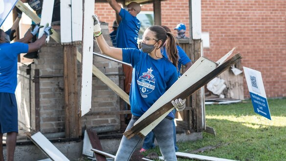 Veterans organization launches service projects in Houston's hurricane-damaged neighborhoods