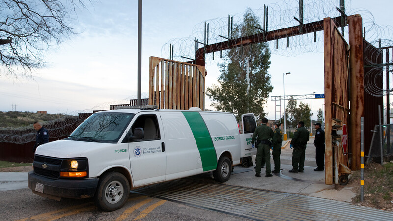 Haitian Illegal Aliens Attack Border Agents During Transport From Del Rio to Brownsville