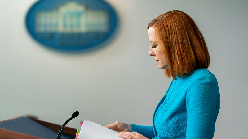 Psaki grilled on why migrants aren't required to be vaccinated but foreign nationals who fly are