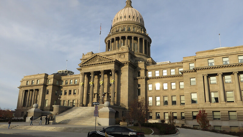 Idaho's lieutenant governor bans vaccine mandates while governor is away